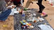 Mau Piknik Cantik di Pantai, Malah Panik Makanan Tergulung Ombak
