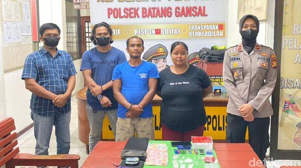 Polsek Batang Gansal ungkap kasus pasangan kumpul kebo menjadi pengedar sabu (dok Istimewa)