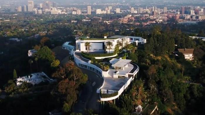 Sebuah rumah mewah yang mendapat julukan 'The One' di Los Angeles terancam dijual setelah pemiliknya gagal membayar utang sebesar US$ 100 juta atau sekitar Rp 1,4 triliun.