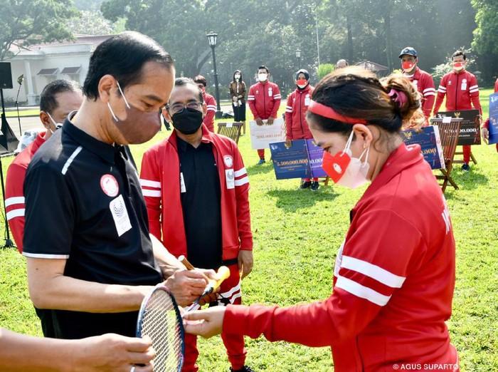 Presiden Jokowi dan Leani Ratri Oktila