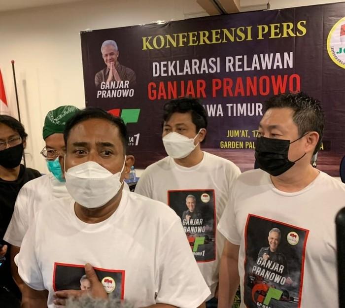Sejumlah relawan Jokowi di Jawa Timur mendeklarasikan dukungan ke Gubernur Jateng Ganjar Pranowo untuk maju sebagai capres. Relawan ini mengatasnamakan Ganjar Pranowo (GP) Mania.