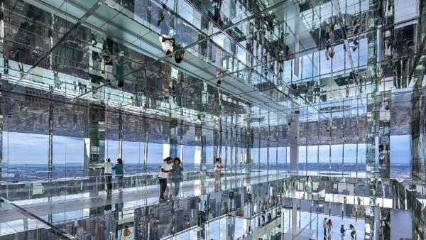 Ada pula ruang instalasi yang sepenuhnya tertutupi cermin. (SL Green dan Kenzo Design)