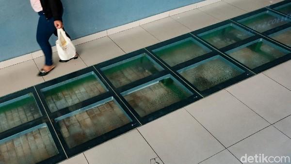 Beberapa spot ikonik masih dipertahankan. Stasiun Manggarai juga saksi bisu keberangkatan Kereta Luar Biasa (KLB) yang membawa rombongan Presiden pertama Ir Sukarno dalam rangka pemindahan ibu kota ke Yogyakarta. Spot diorama peninggalan Belanda masih dipertahankan.