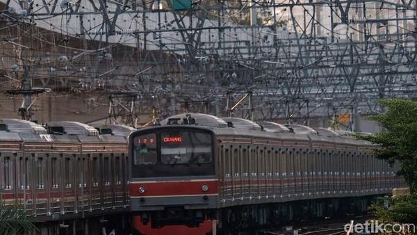 Wajar saja, karena Stasiun Manggarai sudah cukup sibuk melayani penumpang.