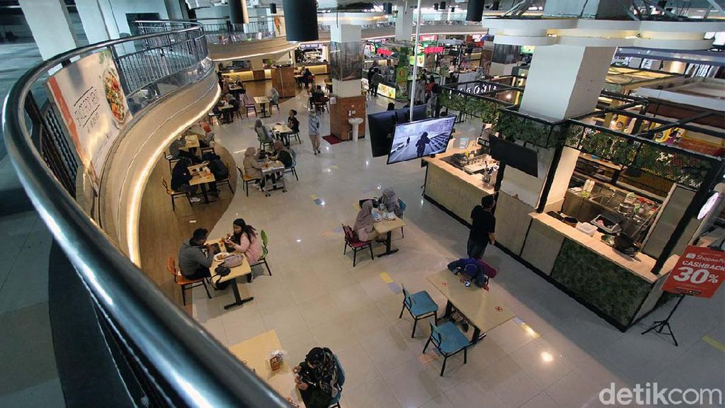 Suasana Food Court Solo yang Layani Makan di Tempat