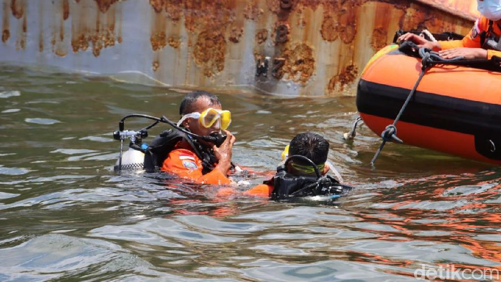 Tim SAR Kerahkan Penyelam di Lokasi Kapal Pengayoman IV yang Tenggelam