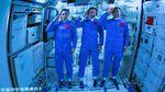 Usai Jelajah Luar Angkasa, 3 Astronaut China Kembali ke Bumi