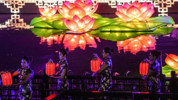 Festival ini digelar untuk merayakan Festival Musim Gugur di China.