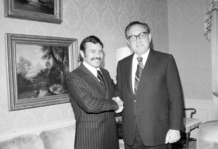 Abdelaziz Bouteflika, Presiden Aljazair  1999-2019 Meninggal Dunia  Presiden Aljazair yang berkuasa sejak 1999 hingga 2019, Abdelaziz Bouteflika wafat, Sabtu (18/9). Ia meninggal pada usai 84 tahun karena sakit. Berikut foto-fotonya semasa menjabat presiden.