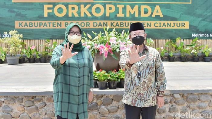 Bupati Bogor Ade Yasin dan Bupati Cianjur Herman Suherman desak pembangunan jalur puncak 2