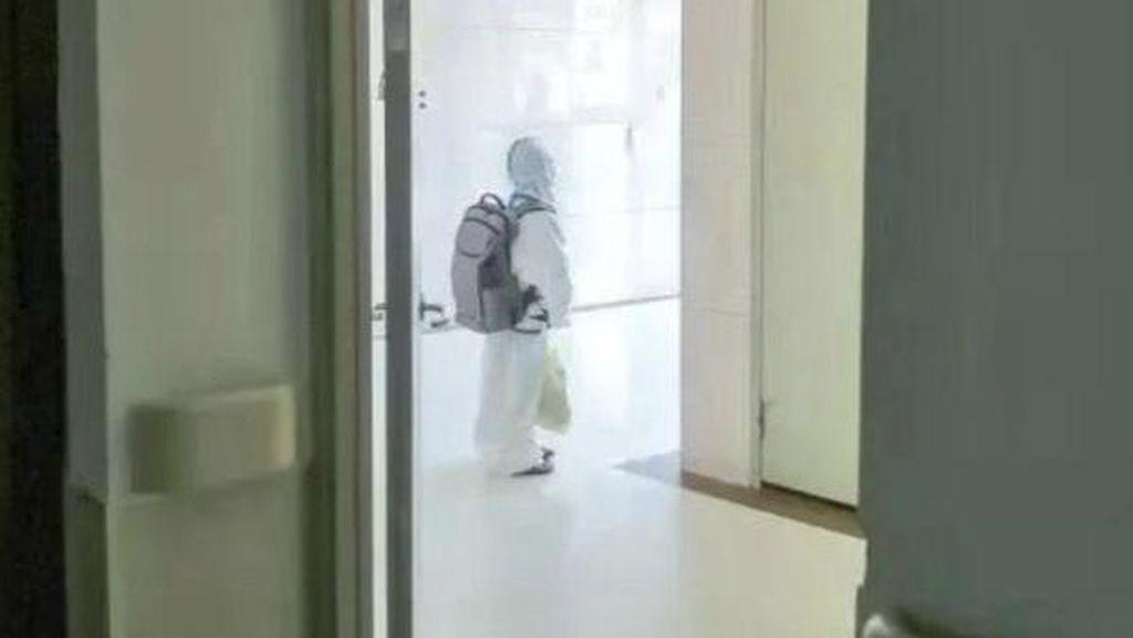 Sedih, Viral Anak 4 Tahun Pakai Hazmat Tiba di RS Sendiri, Karantina Tanpa Ortu