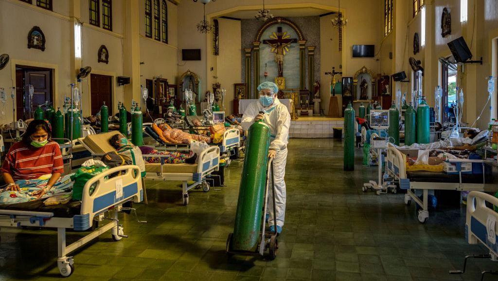 Filipina Kekurangan Perawat di Tengah Meledaknya Kasus Corona