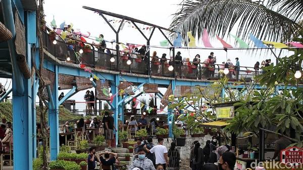 Tempat wisata ini buka dengan menerapkan protokol kesehatan. Pengunjung wajib memakai masker di lokasi tempat wisata tersebut.