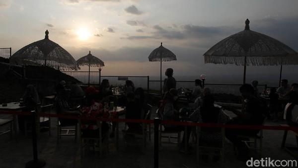 Dinas Pariwisata Kabupaten Gunungkidul, Daerah Istimewa Yogyakarta (DIY) masih menunggu keputusan Kementerian Pariwisata dan Ekonomi Kreatif (Kemenparekraf) terkait lokasi wisata mana saja yang boleh dibuka.