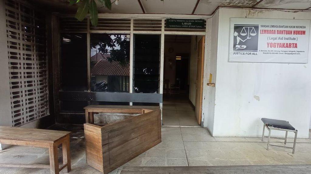 Begini Kondisi Kantor LBH Yogya Usai Diteror Molotov