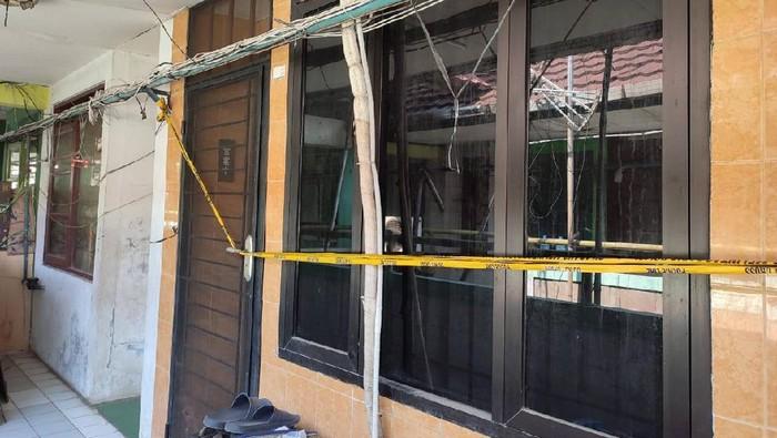 Lokasi pria tewas saat live TikTok di rusun di Jatinegara, Jakarta Timur, masih dipasangi garis polisi