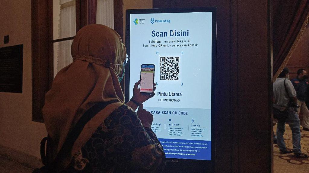 Grahadi-Kantor Gubernur Jatim Wajib Aplikasi PeduliLindungi, Kapan Kantor OPD?