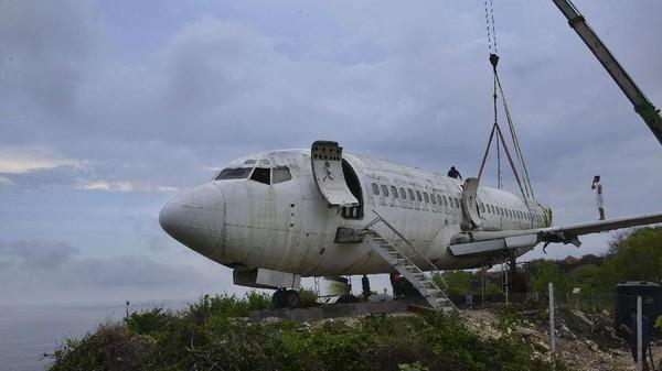 Meski begitu, proyek ini mendapat kritikan dari netizen karena ditakutkan membuat rusak pemandangan pantai. (Sonny Tumbelaka/AFP)