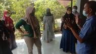 Usai Bertemu Jokowi, Suroto Digeruduk Emak-emak Peternak Blitar