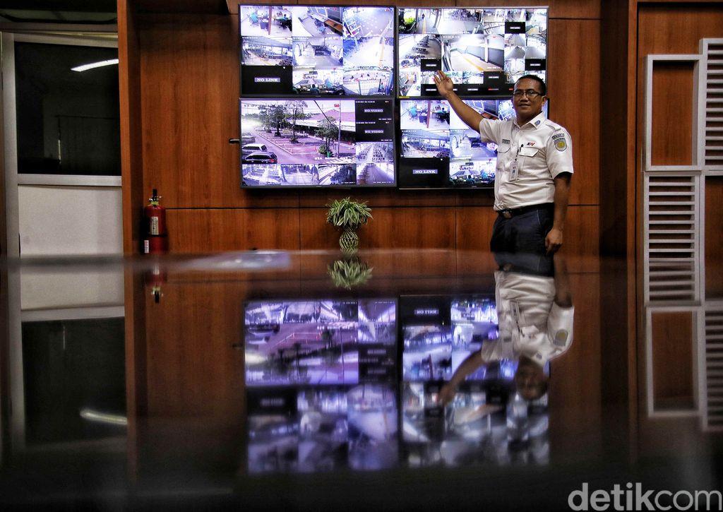 Stasiun Senen menjadi primadona bagi para perantau yang datang ke Jakarta. Sebab stasiun ini merupakan gerbang pertama bagi perantau yang ingin mengadu nasib di Ibukota.