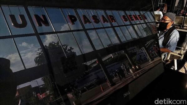 Setelahmengelola perkeretaapian di Jakarta, SS mulai merenovasi stasiun-stasiun besar, tak terkecuali Stasiun Pasar Senen. Stasiun ini direnovasi oleh arsitek Van Gendt, dibangun 100 meter arah timor dari stasiun awal.