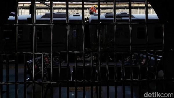 Stasiun Pasar Senen telah ditetapkan sebagai bangunan cagar budaya yang terdaftar di Kementerian Kebudayaan dan Pariwisata dengan nomor registrasi RNCB.19930329.02.000810 berdasarkan Peraturan Menteri Kebudayaan dan Pariwisata Nomor: PM.13/ PW.007/MKP/05 dan Surat Keputusan Gubernur DKI Jakarta No. 475 Tahun 1993.