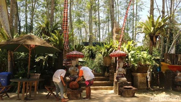 Nuansa seperti Kampung Bali bisa traveler jumpai. Ada pura hingga gazebo bak di Bali.