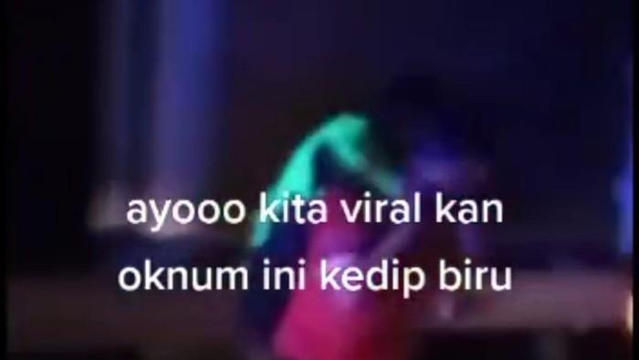 Tangkapan layar video viral diduga anggota PJR pukul pengendara di Tol Jakarta-Cikampek (dok.istimewa)