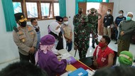 Forpimda Jatim Tinjau Vaksinasi di Kampus Malang