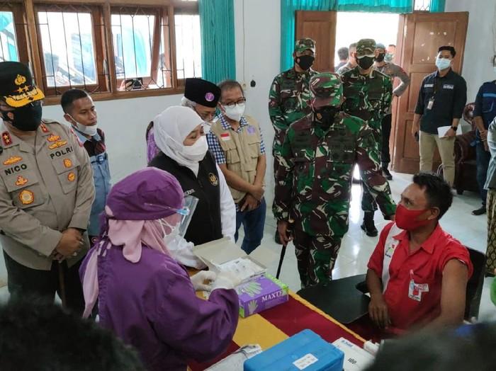 vaksinasi di kampus Institut Agama Islam (IAI) Al Qolam, Gondanglegi, Kabupaten Malang
