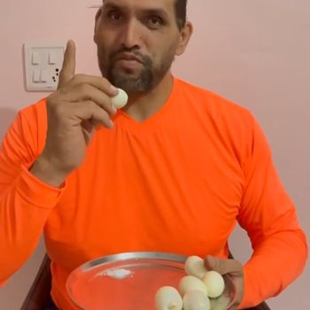 Wow! Pria Ini Melahap 32 Butir Telur Sekaligus Setiap Hari