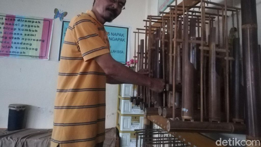 Menapaki Konsistensi Bambang Samsudin, Seniman Angklung di Sumedang