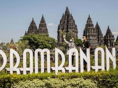 Rayakan Hari Batik Nasional, Pagelaran Kolosal Digelar di Candi Prambanan