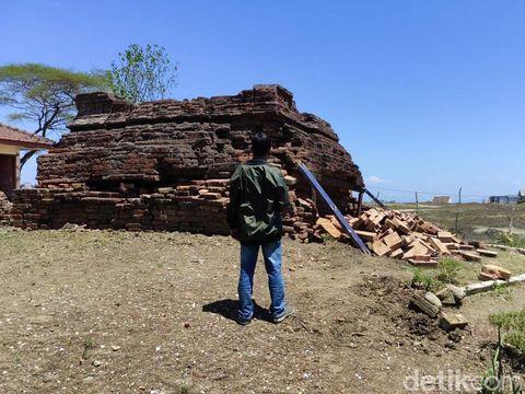 Situs Candi Tawangalun di Sidoarjo dikenal dengan nama Candi Sumur. Candi di Desa Buncitan, Kecamatan Sedati ini memprihatinkan, bahkan hampir roboh.