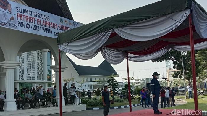 Gubsu Edy melepas atlet Sumut berangkat ke PON Papua