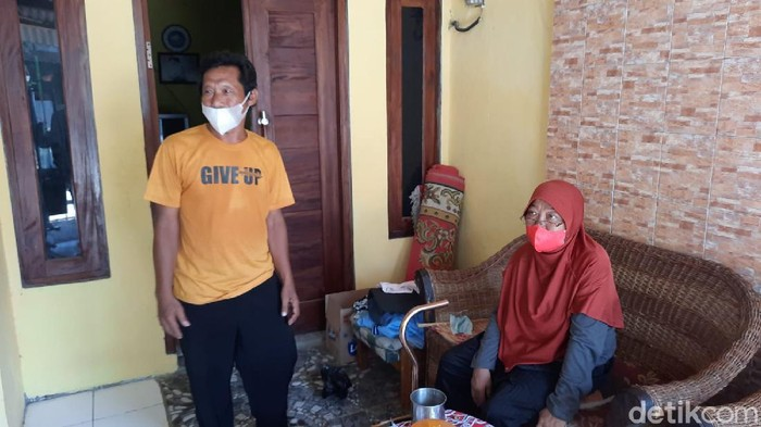 Guru honorer di Karawang tetap semangat ikut tes PPPK meski stroke