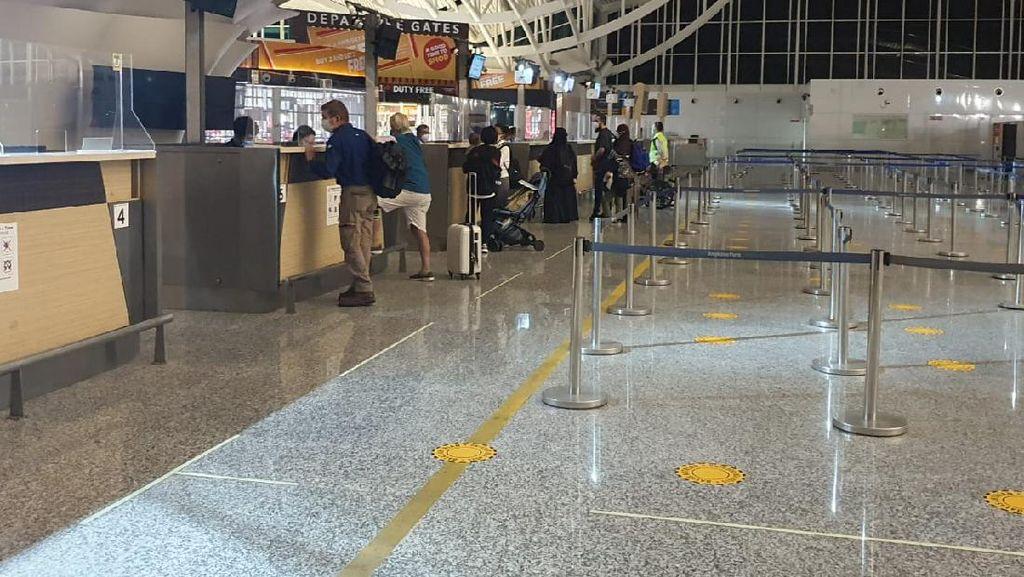 Dibantu Imigrasi, 73 WNA Australia Pulang Lewat Bandara Ngurah Rai Bali