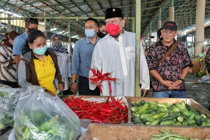Ketua DPD minta vaksinasi pedagang pasar tradisional diprioritaskan.