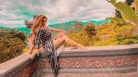 Pose Menggoda Mahesa Putri, Selebgram yang Diserang Teman hingga Drop