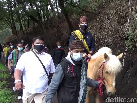Menparekraf Sandiaga Uno melakukan kunjungan kerja ke Desa Wisata Ranupani. Desa ini berada di Kecamatan Senduro, Lumajang.