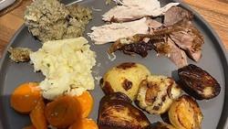 Pesan Ayam Bakar Online Rp 300 Ribu yang Datang Mirip Makanan Anjing