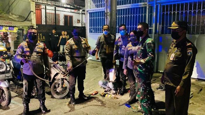 Polisi bubarkan tawuran di Jakbar