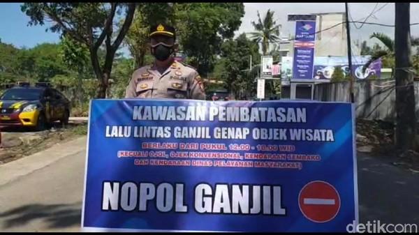 Kapolsek Tarogong Kaler Iptu Masrokhan mengatakan kebijakan ini dijalankan untuk mencegah serbuan wisatawan ke Cipanas.