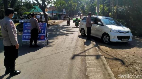 Gage mulai diberlakukan petugas di kawasan Cipanas, Kecamatan Tarogong Kaler sejak Sabtu (18/9) kemarin.