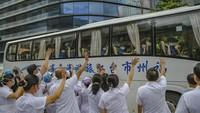 Potret Nakes China Dikirim ke Daerah untuk Tangani Amukan COVID-19