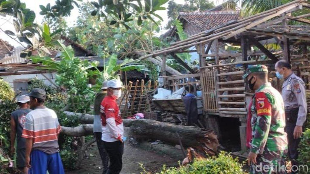 Puting Beliung Terjang 35 Rumah di Banyuwangi, Warga Kira Helikopter Jatuh