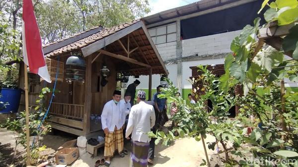 Jumlah santri di ponpes Nurul Musthofa itu ada sekitar 200-an. Ada warga sekitar sini, ada yang luar Jawa juga.(Arif Syaefudin/detikcom)