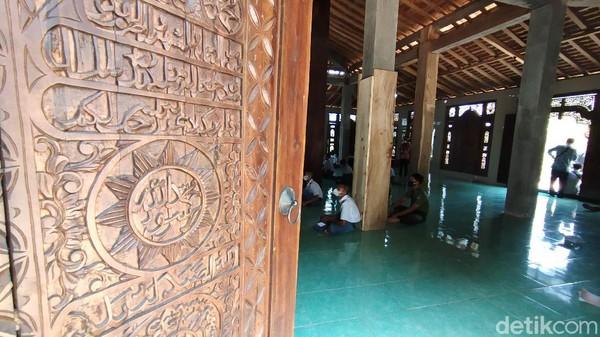 Ponpes Nurul Musthofa ini diasuh oleh KH Syaifullah. Seluruh aktivitasnya berada di area hutan, dan jauh dari wilayah perkampungan.(Arif Syaefudin/detikcom)