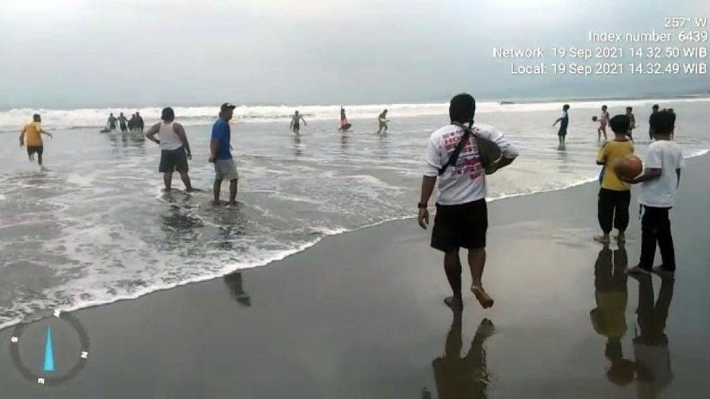 Tiga Wisatawan Tenggelam di Teluk Palabuhanratu, Satu Orang Hilang