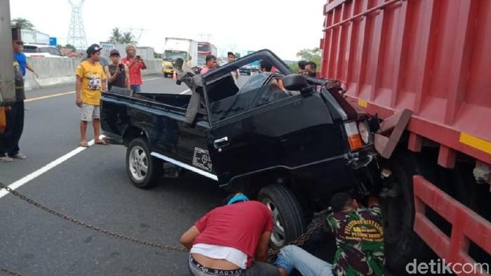 Tabrakan antara pikap dan truk di Tol Pemalang-Batang, Minggu (19/9/2021) pukul 10.00 WIB
